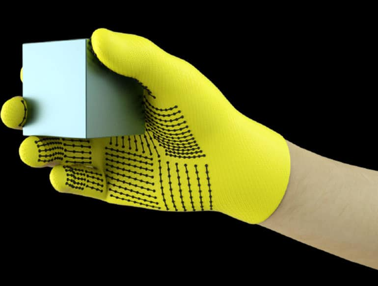 Smart Glove for Prostheses Identifies Objects in Hand