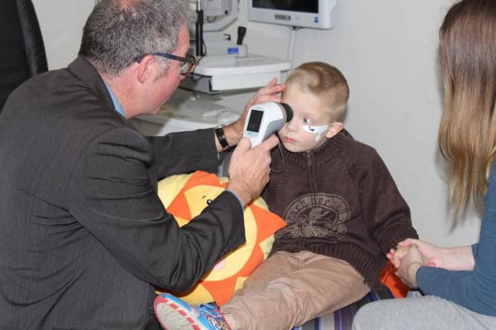 Handheld Eye Scanner to Detect Autism Spectrum Disorder